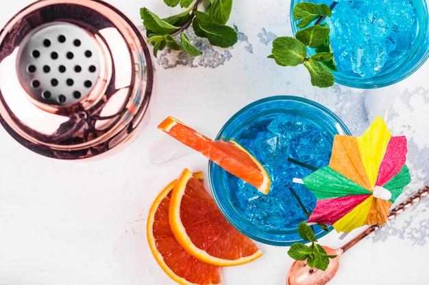 Коктейль с голубой лагуной