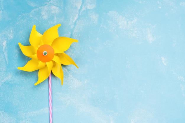 カラフルな紙風車のおもちゃ