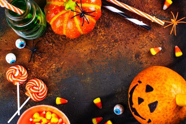 ハロウィーンの飲み物、キャンディー、装飾