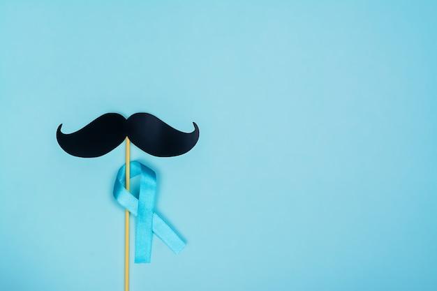 青いリボンと偽の口ひげの背景