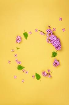Сиреневая цветочная рамка, копия пространства