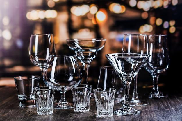 強いアルコール飲料用のガラス