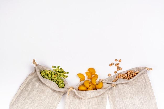 穀物と豆の黄麻布バッグ