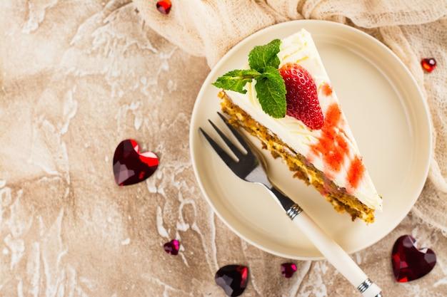 キャロットケーキ、ストロベリーソース