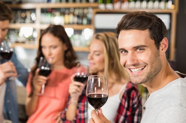 ワインの臭いがする友人