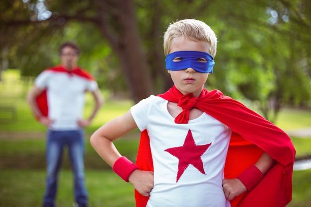 Отец и сын в костюме супергероя