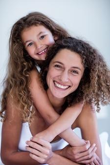 母と娘を受け入れるの肖像画