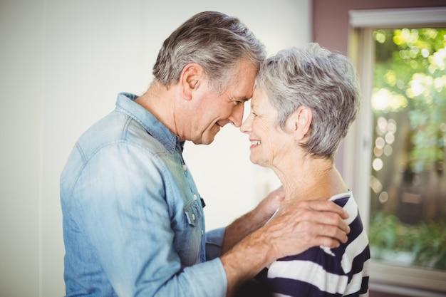 Романтическая пара старших
