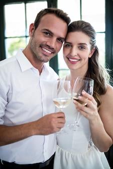 カップル乾杯ワイングラスの肖像画