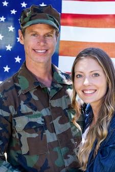 Американский солдат воссоединился со своим партнером