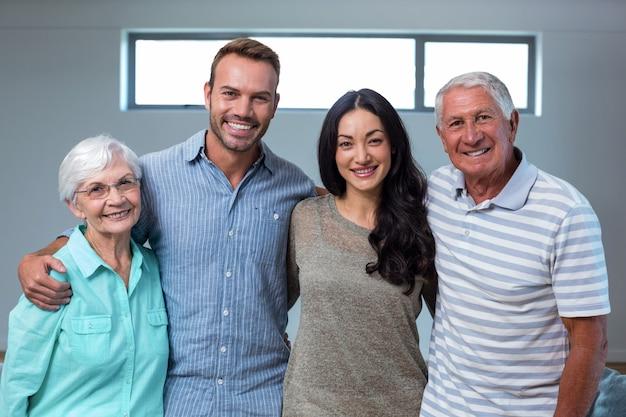 Молодая пара с бабушкой и дедушкой