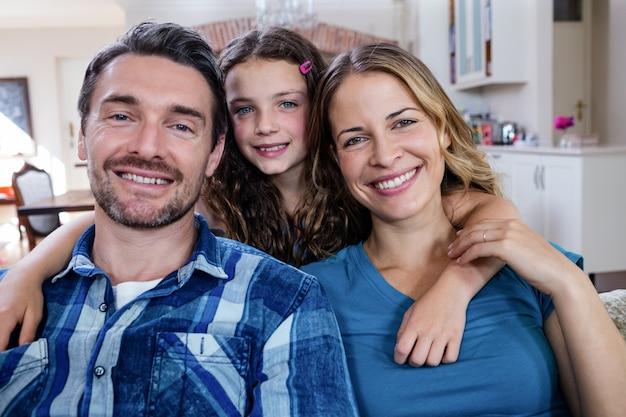 幸せな家族の笑顔の肖像画