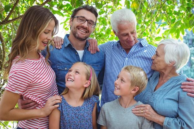 幸せな多世代家族