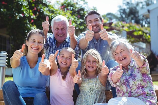 家族のジェスチャー親指の肖像画