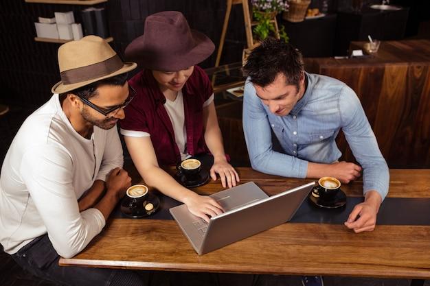 Друзья, используя ноутбук