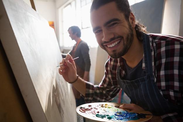 Крупным планом портрет улыбающегося человека, живопись на холсте художников
