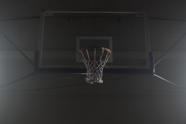 バスケットボールフープ吊り