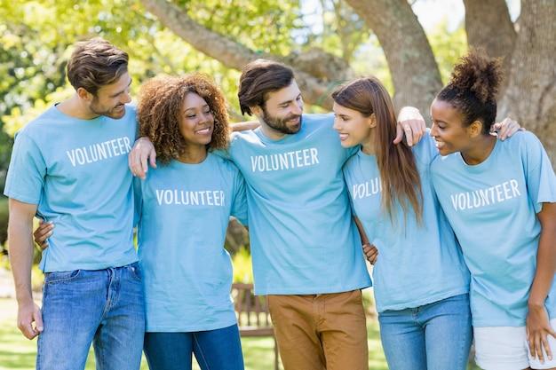 Группа добровольцев с удовольствием