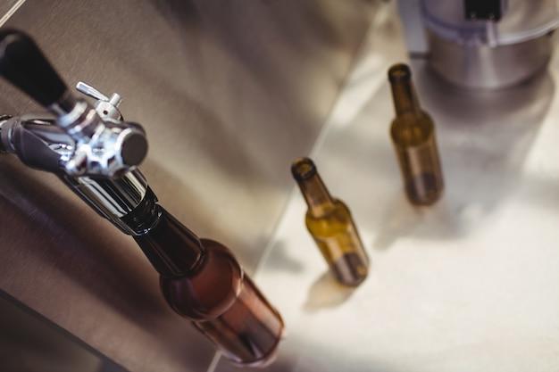 醸造所の瓶詰め工場
