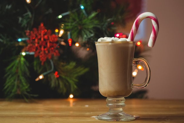 Чашка кофе с зефиром и конфета