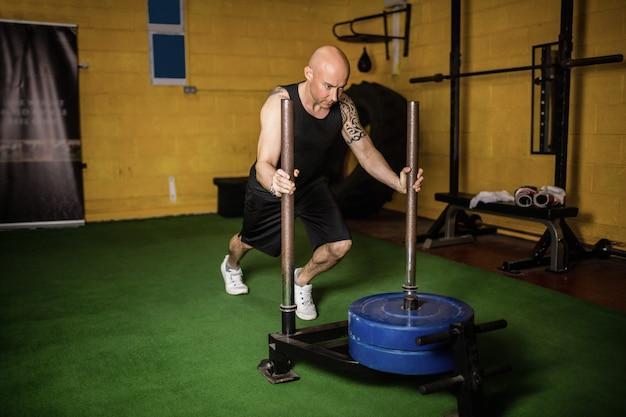 タイのボクサーは、重量運動を練習