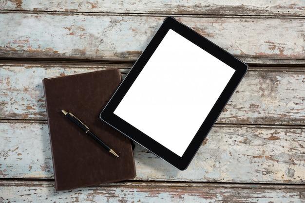 Цифровой планшет и дневник с ручкой