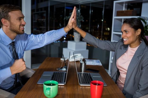 Руководители предприятий, дающие высокие пятерки, работая в офисе