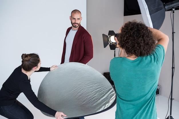 写真撮影のためのモデルポーズ