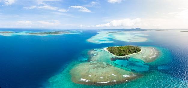 Вид с воздуха острова баняк суматра тропический архипелаг индонезия