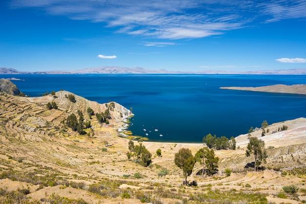 ボリビアのチチカカ湖、太陽の島からのパノラマ