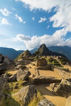 風光明媚な空とペルー、マチュピチュで日光