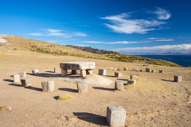 ボリビアの太陽の島のインカの犠牲テーブル