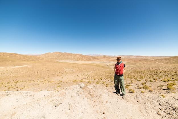 ボリビア南部のアンデス高地へのロードトリップ