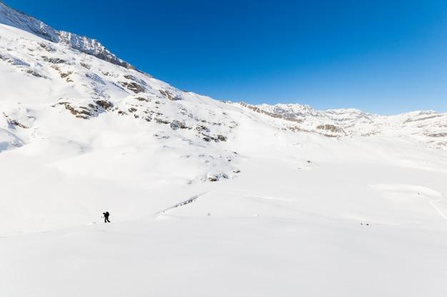 Альпинизм к вершине горы