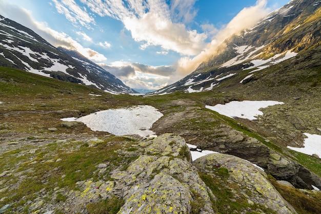 高山のロッキー山脈