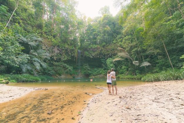 熱帯雨林の天然プール