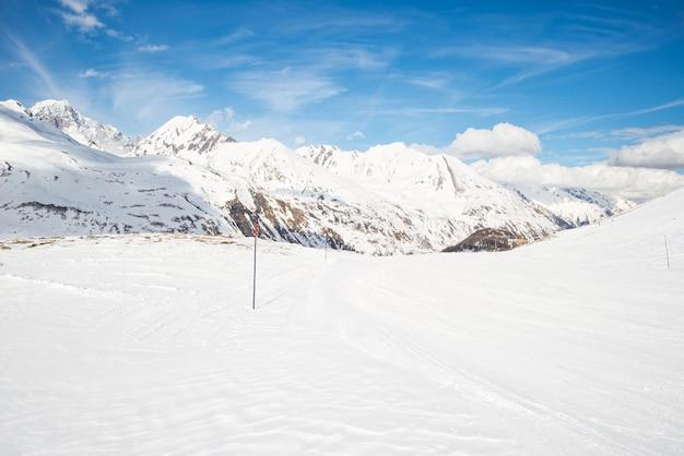 Величественные горные вершины в альпах