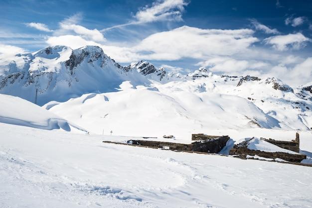 アルプスの雄大な山頂