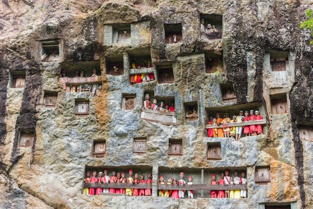 タナトラジャの伝統的な埋葬地