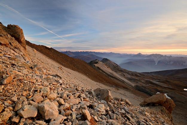 赤い高山の夕日