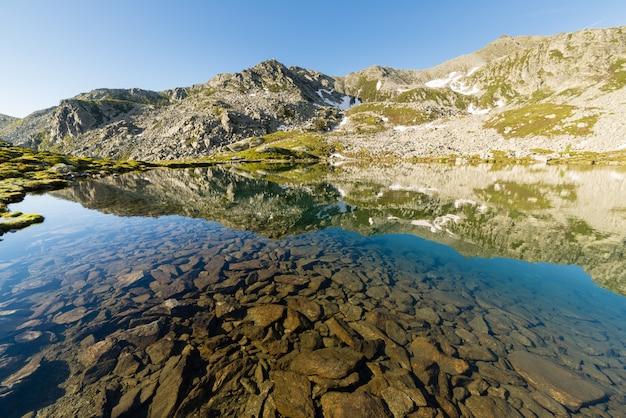 透明な高山湖