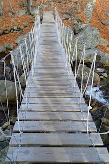 ロープ吊り歩道橋