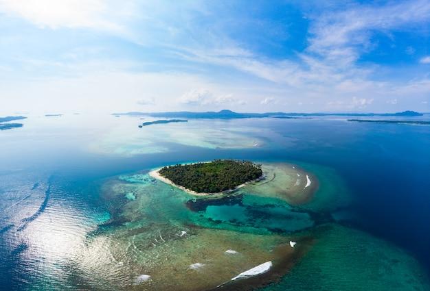 空撮バンヤク諸島スマトラ熱帯群島インドネシア