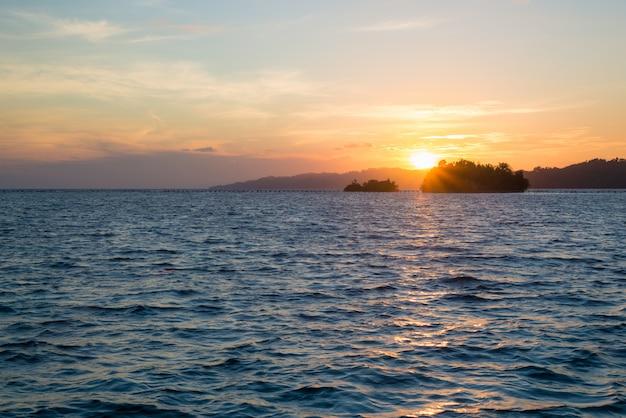 トゲアン諸島の日の出