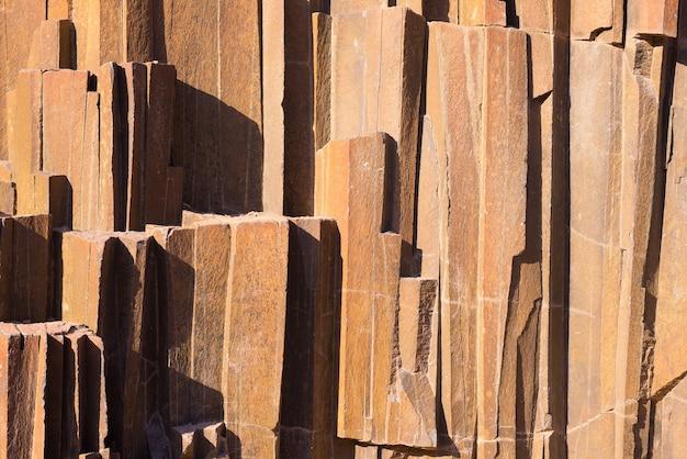 円柱状の火山岩の形成。