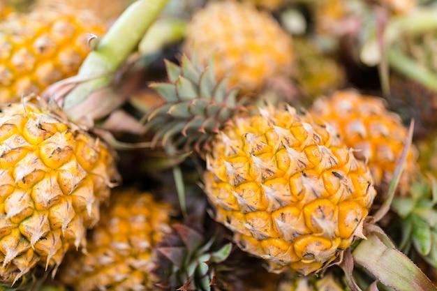 Свежие ананасы крупным планом
