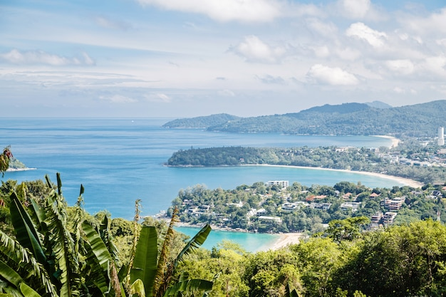 熱帯のビーチ風景のパノラマ。