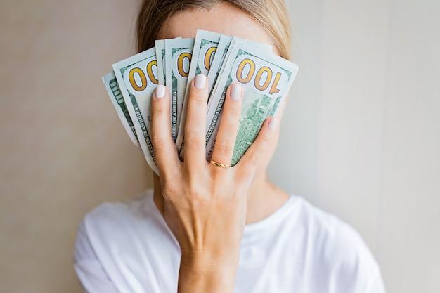 実業家は現金お金を得た