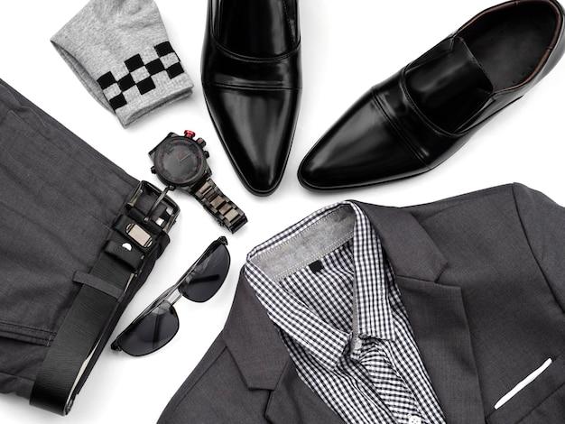 Творческая мода для мужчин повседневная одежда на белом.