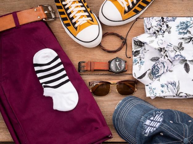 男性カジュアル服セットとアクセサリーの創造的なファッションデザイン